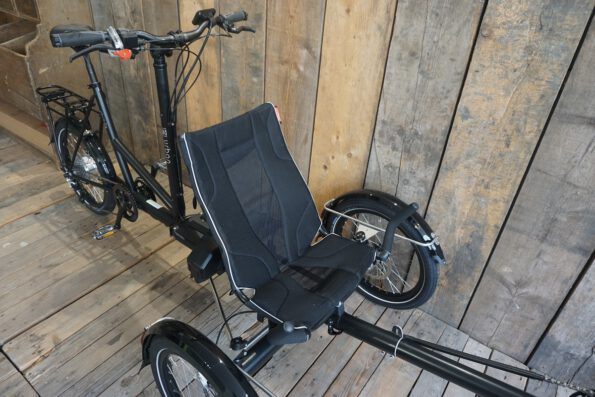 Urban Fahrradbau Strada Schwarz Matt Sitz